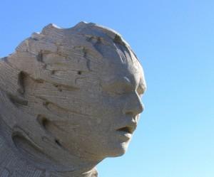 Le passage - sculpture monumentale en pierre