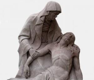 Pietà / sculpture sur pierre