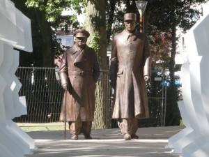 Statues monumentales en bronze de Churchill et De Gaulle