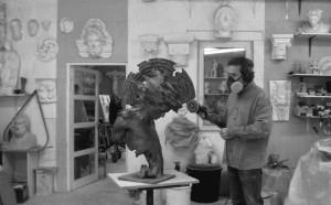 Contact-sculpture à l'atelier