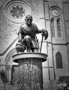 Statue monumentale de Du Guesclin